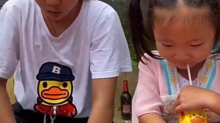 金色的童年:好大一瓶酸奶