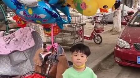 金色的童年:妈妈给弟弟买个气球吧
