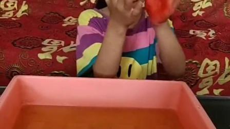 金色的童年:妹妹的手为什么是红色的呀