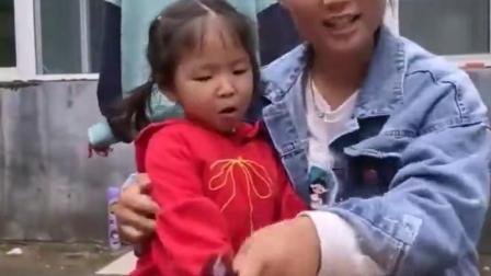 金色的童年:姐姐给小宝贝打针了