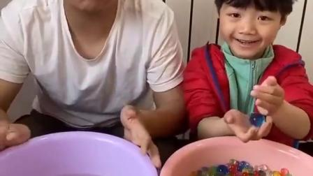 金色的童年:哥哥和小宝贝的泡大珠怎么差这么多呀