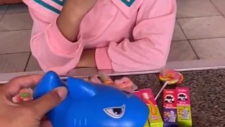 金色的童年:鲨鱼来了把姐姐的棒棒糖吃了