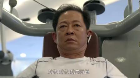 大丈夫:顾晓珺用蓝牙耳机打电话,父母不知情跟着搭茬
