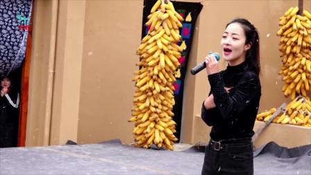 王小妮《问哥哥》,黄土情歌,唱得情深意切!