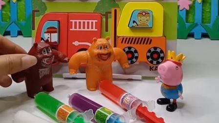 怪兽要抓熊大熊二,乔治帮忙躲避了怪兽