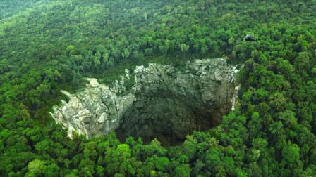 影视:探险家进入世界最深洞穴,却不知有多危险,只有一人逃出来