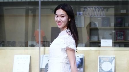 白色长裙,有公主梦的姑娘会喜欢,尖头细跟铆钉凉鞋,衬托气质