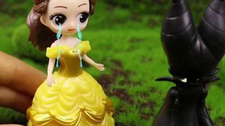 贝儿公主为了救白雪失去了所有人的爱