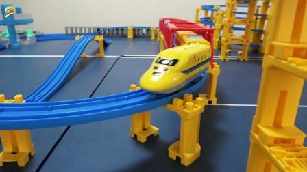 高铁列车和电力快车玩具,小火车套装玩具