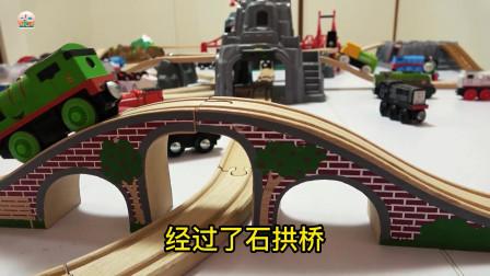 托马斯小火车,电力列车和内燃机车玩具,木制轨道套装玩具