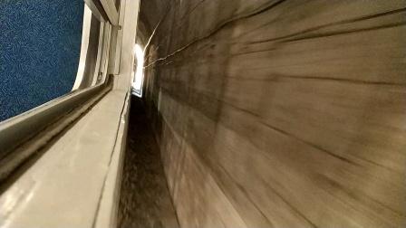 火车视频绿皮车宝成小票6064次广元~宝鸡,青石崖站下山片段。