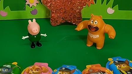 乔治给熊二看自己的奶酪糖,不给他吃,把熊二馋坏了