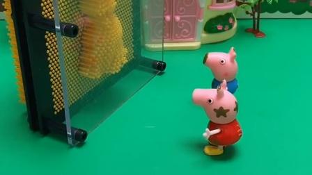 乔治和猪爸爸来找佩奇了,还让佩奇猜他们,佩奇都猜对了