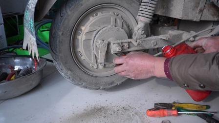 电动车刹车不复位维修技巧,教你调整两个弹簧,自己在家轻松搞定