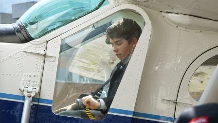12岁高智商男孩狂赚五百万,当CEO开私人飞机!