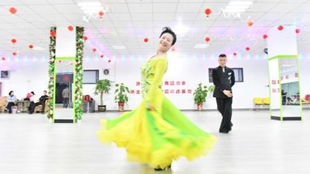 《红枣树》创编人 李青保老师与瑞金市舞蹈协会赖瑞兰老师年终汇演表演。2020.1.24.