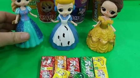 这些糖果都是我给小白雪准备的