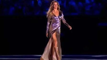 这就是世界第一超模,走一步就要三百万,不愧是超模中的女王!