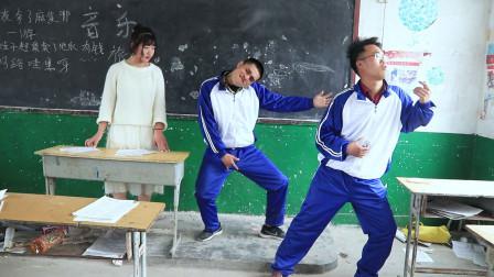 音乐老师:谁猜出的歌最多谁就下课,全班学生立马像开挂了一样