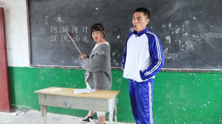 老师玩游戏时候套路学生,学生绞尽脑汁扳回一局,结局太逗了