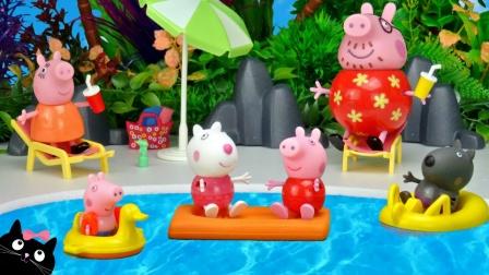 小猪佩奇和伙伴们去儿童水上游乐园玩耍,粉红猪小妹趣味益智玩具