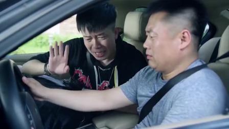 劫匪遇到新手,连车都不会开,被抓了都要回来嘲讽一句!