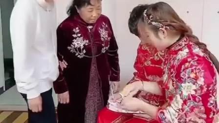 小姑子拿走新娘的嫁妆,支持新娘拿回来吗?