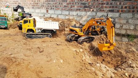 宽铲挖掘机和仿真大铲车给自卸车装泥土,儿童玩具