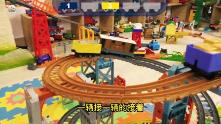 小火车障碍跑比赛真好玩,儿童小火车玩具