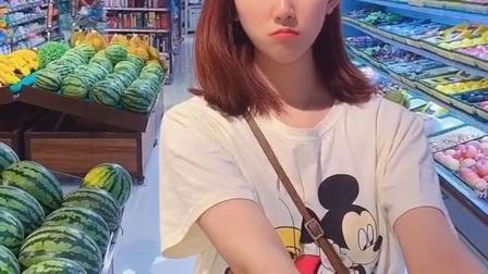 上超市来就是要买西瓜吃,不买还不回去呢