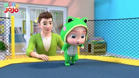 超级宝贝JOJO:宝宝穿成小青蛙的样子,在蹦床上跳跳