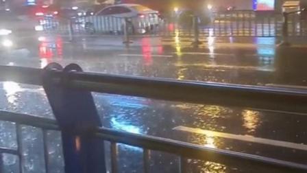 外面在下着雨,可是我却连一把伞都没有