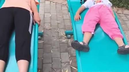 亲子游戏:熊孩子在公园玩,都不想走了