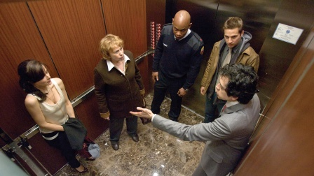 三男两女被困电梯 恶魔前来索命