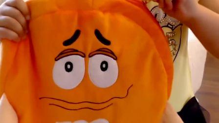 萌娃遇到了魔法棒,书包里的文具变成大橙子!