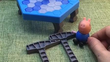 乔治玩自己的玩具,乔治还和小鬼一起玩,乔治说小鬼是自己好朋友