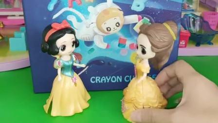 王后买了漂亮的蜡笔魔方,白雪和贝儿都想要,王后是给谁买的呢