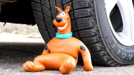 驾车粉碎松软的东西! 实验汽车vs舒展史酷比!