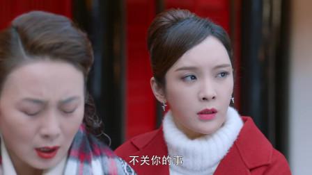 安安撮合父亲和刘阿姨拍合影,不料阿姨是自己的亲生母亲