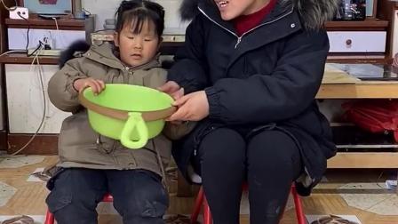 搞笑萌娃:妈妈要带着女儿一起当老板