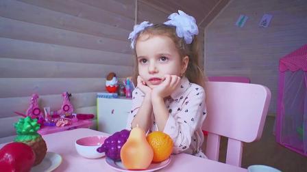 萌娃小可爱一直想要的玩具宝宝,小家伙要把它照顾好哟
