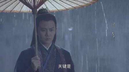 俩人一同打伞,任嘉伦撑伞倾向媳妇,实在是暖心了