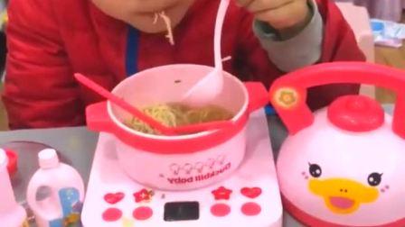 童年趣事:自己煮的面条,吃的好香啊