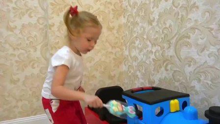 萌宝小可爱:小可爱好淘气把糖果都藏起来了