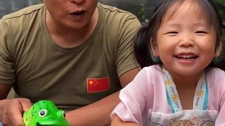 童年趣事:宝贝给我笑一个