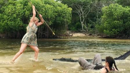 40人被困荒岛,为了活命,少女徒手干鳄鱼!