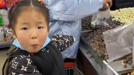 趣味童年:妹妹和姐姐都想吃糖果了