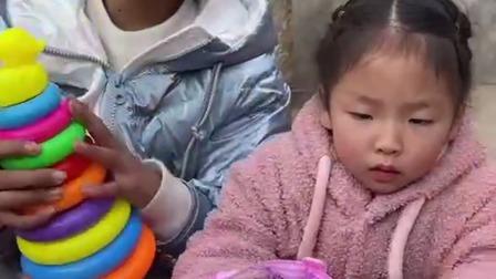 趣味童年:妈妈我想要姐姐手上的玩具