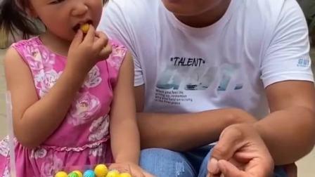 趣味生活:糖果不能吃太多哦,小心牙齿哦
