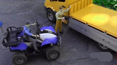 司机找来警察寻找丢失的摩托车